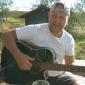 2013-08-25 Dick spelar gitarr